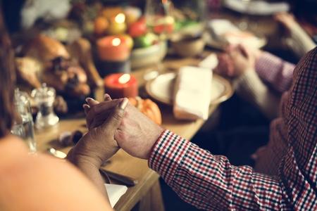 추수 감사절 축하 전통 가족 저녁 식사 개념 스톡 콘텐츠