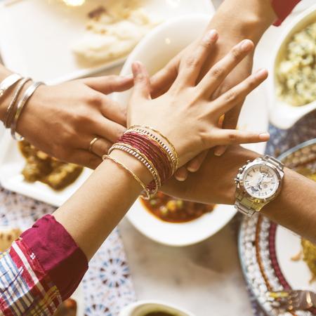 Indischer Abstammung Essen Curry Naan Roti Mahlzeit Konzept Standard-Bild - 64139682