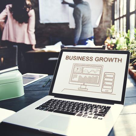 cuadro sinoptico: El progreso de crecimiento de negocio Resumen concepto Analytics Foto de archivo
