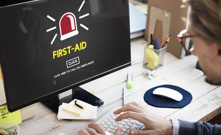 Monitor with first aid concept Zdjęcie Seryjne