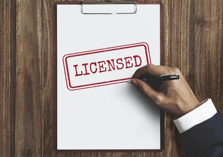 and authority: Licenciado aprobación de la autoridad de permisos Conept