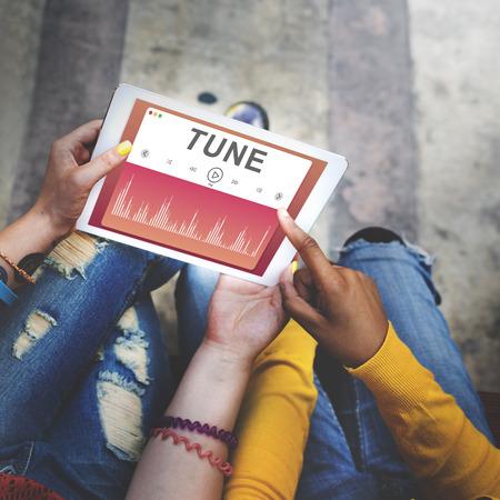 personas escuchando: Damas, escuchando música juntos Concept