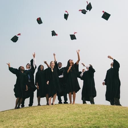 Concepto de la graduación de la universidad con éxito Masters PHD