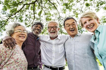 Gruppo di anziano pensionamento Discussione Incontra up Concetto