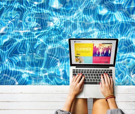 노트북 서핑 여름 웹 사이트 Conenction 개념 검색