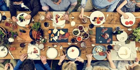 Een groep mensen uit eten Concept Stockfoto