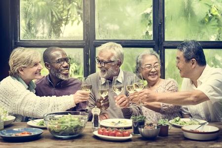 Gruppe von Senior Ruhestand treffen Sie Glück Konzept