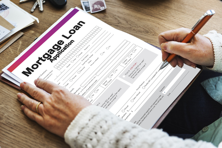 Person filling mortgage loan application form 스톡 콘텐츠