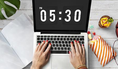 punctual: Hora de alarma puntual Concepto Segunda Hora Minuto
