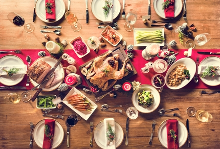 Christmas Family Dinner Table Concept Imagens - 65477891