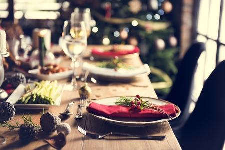 聖誕家庭餐桌上的概念