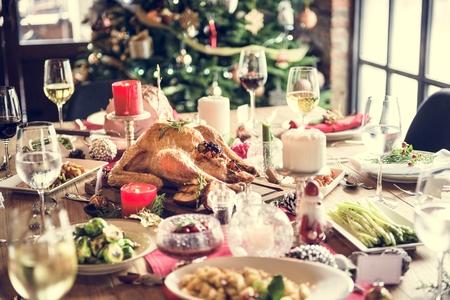 comida de navidad: Concepto mesa de la familia de la Navidad
