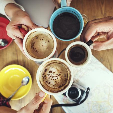 Menschengruppe Kaffee zu trinken Konzept