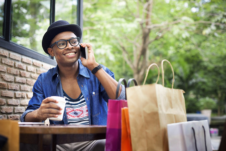 Homem da compra gastos dos clientes Consumismo Concept