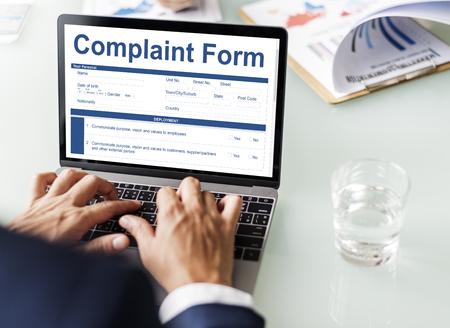 Complaint form on laptop screen Stockfoto