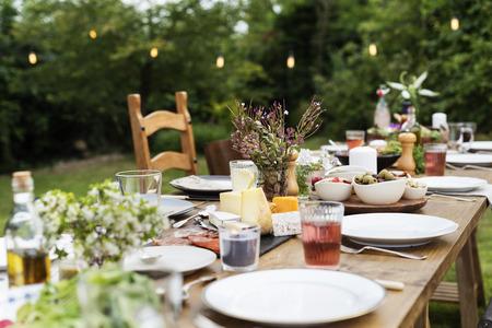 Tabelle Geschirr Dekor Abendessen Konzept