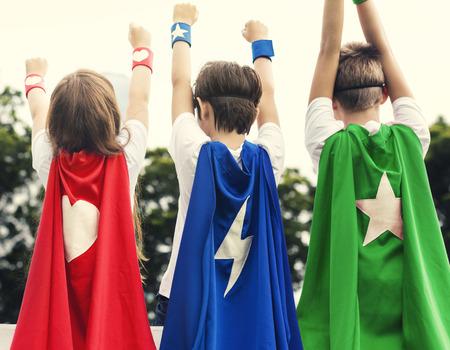 슈퍼 영웅 소년 소녀 용감한 상상력 개념