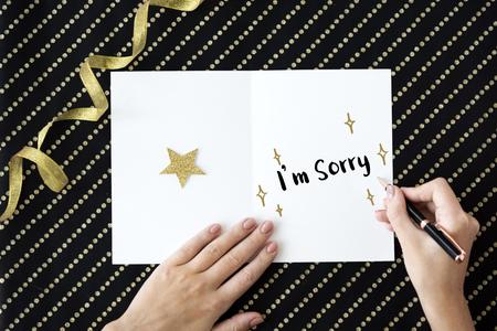 perdonar: Lo sentimos Perdona Forget concepto de tarjeta