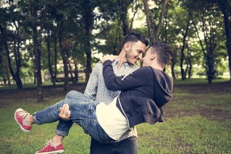 게이 커플 사랑 야외 컨셉