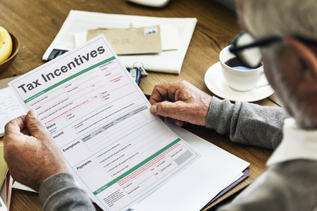 税インセンティブ監査利益現金支払い利益概念