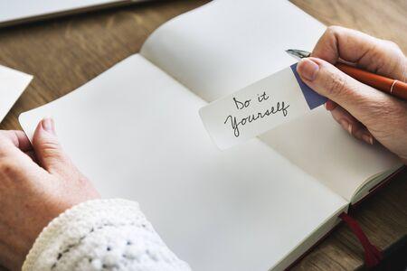 optimismo: Sea usted mismo cree aspiración Concepto esperanzado optimismo