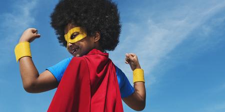 小さな少年のスーパー ヒーローのコンセプト