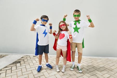 スーパー ヒーロー少年少女勇敢な想像力の概念 写真素材