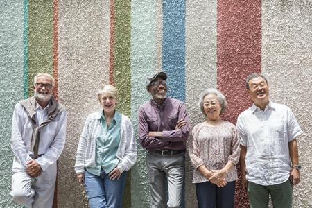 Gruppe hoher Retirement Freunde Konzept Glücklichsein Standard-Bild - 67365426