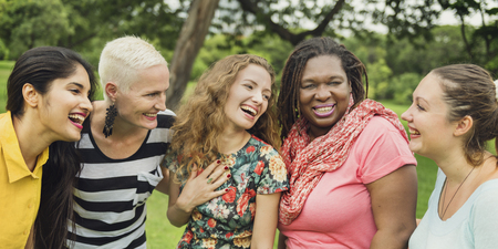compañerismo: Group of Women Socialize Teamwork Happiness Concept