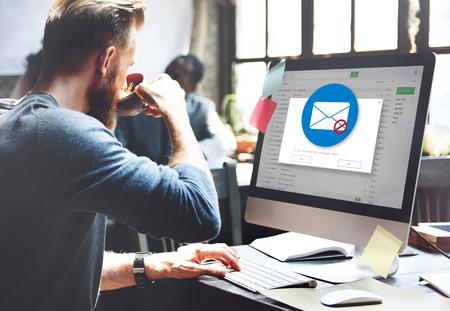 전자 메일 팝업 경고 창 개념 스톡 콘텐츠
