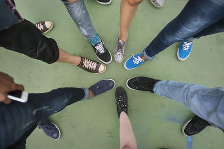 人間の脚を組み立てる一体撮コンセプトを統一