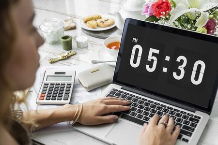 시계 알람 시간 관리 개인 주최자 개념