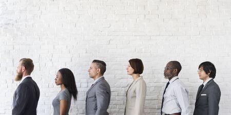 Hommes d'affaires Aligner attente Concept permanent