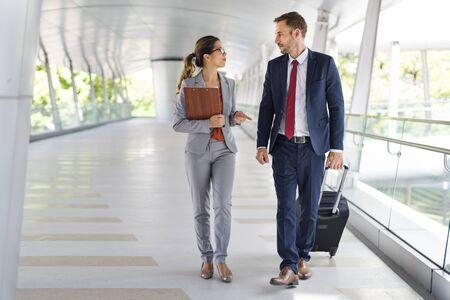 비즈니스 사람들 통근 걷는 도시 생활 개념