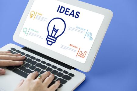 Laptop con concepto de ideas Foto de archivo