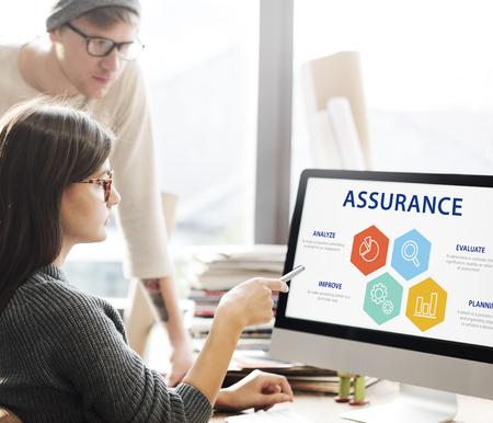 Qualitätssicherung Garantie Garantie Trustworthy Konzept Standard-Bild - 68381576