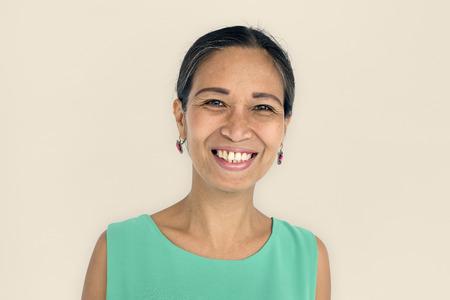 여성 성인 미소 라틴 아메리카 개념