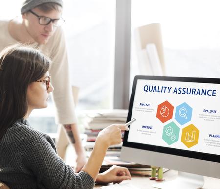 Qualitätssicherung Garantie Garantie Trustworthy Konzept Standard-Bild - 68845891
