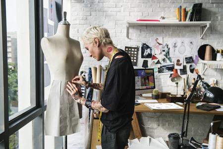 ファッション ・ デザイナーのスタイリッシュなショールームのコンセプト