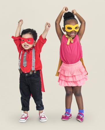 Niños disfrazados de superhéroe
