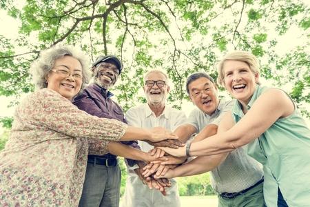 Groupe de hauts Amis de retraite Bonheur Concept Banque d'images - 71140663