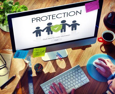 Concepto seguro de protección de la familia de reembolso