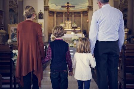 교회 사람들 믿음의 신앙 가족을 믿는다. 스톡 콘텐츠