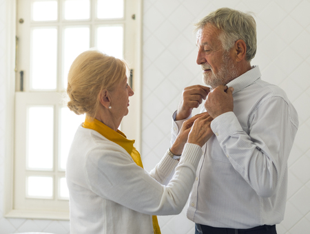 Senior Couple Help Together Dress Up 版權商用圖片