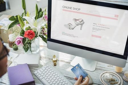 Winkelen Commercieel online internetconcept