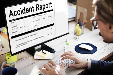 事故損傷レポート フォーム情報概念