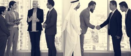 Business Partners Inleiding Handshake Bow Stockfoto - 75109385
