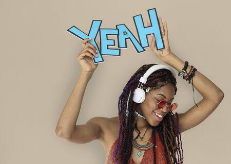 아프리카 하강 여성 예 헤드폰