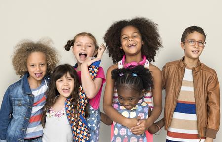 Diverse Groep Jonge Gelukkige Kinderen