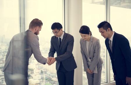 Business Partners Inleiding Handshake Bow